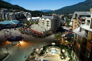 Le centre-ville de Whistler au milieu des Rocheuses.