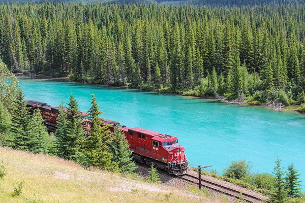 Train moteur, rivière Bow, Banff, Alberta, Canada