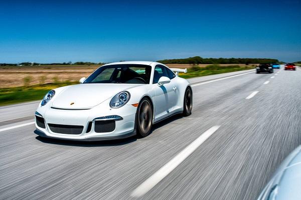 Porsche Ferrari voyage voiture luxueuse sport